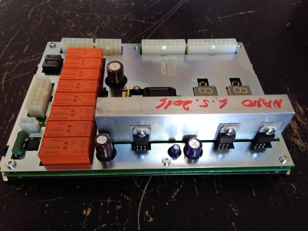 9feaef8a112 Příloha k referenci  1) Fotografie řídící desky ošetřené sprejem Nanoprotech  Electric